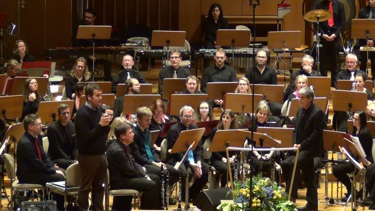 Martin Kirchharz bedankt sich beim Orchester für die Unterstützung für das studentische Musizieren